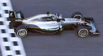 Lídr Rosberg v trénincích v Barceloně těsně porazil Vettela