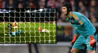 TOP zákroky sezony v Premier League: Čech vládne anglickému výkvětu