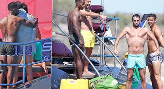 Ronaldo a jeho orientace? Titul z LM slavil na jachtě, jen s opálenými kluky!