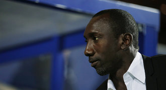 Skand�l v Anglii m� dal�� ob�. V podez�en� je i kou� QPR Hasselbaink