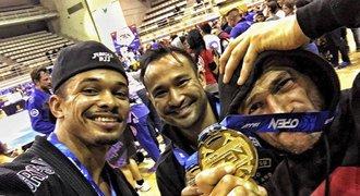 Češi se blýskli na mistrovství v jiu jitsu, první zlato má i Ben Cristovao