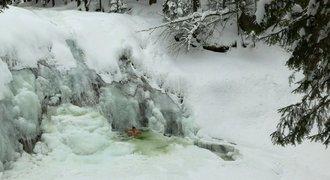 Otužilec plaval v Mumlavských vodopádech v -12°C: Superlife je s vámi opravdu všude