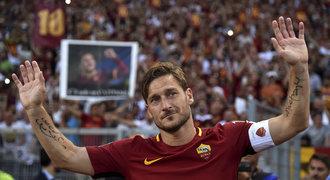 Totti se rozhodl. Jako hráč s fotbalem končí, v AS bude ředitelem