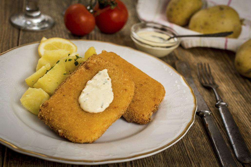 Smažený sýr musí být dozlatova osmažený.