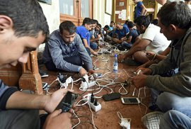 Uprchlíci vs. chytré technologie. Za migrační vlnu může smartfoun!