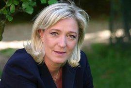 Zveli�ov�n� migrace. Cenu Lh��ka roku bere Marine Le Penov�