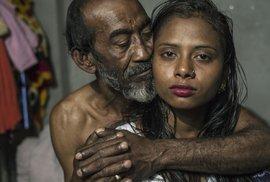 Kajol si myslá, že je jí 17 let, ale není si jistá. Je vdaná už 9 let a má šestiměsíčního syna.