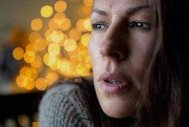 Alkoholici i opuštění staří lidé: Pro které skupiny obyvatel se stávají Vánoce svátky neštěstí?