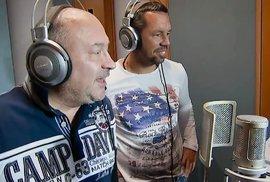 Decibely lásky: Michal David naučil zpívat Pavla Horvátha a míří spolu do televize