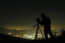 Tma je stále větším luxusem. Kde v Česku nejlépe pozorovat hvězdnou oblohu?