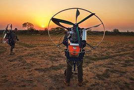 Létající postrach pytláků. To jsou rangeři z JAR s českými paramotory