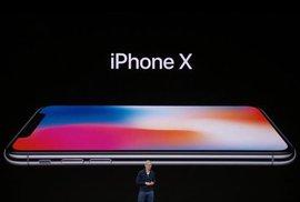 Tři nové iPhony i hodinky, ze kterých si zavoláte. Apple odhalil netrpělivě…