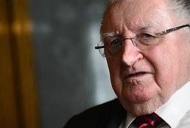 Senátor František Čuba konečně rezignoval. V Senátu se neukázal rok a půl