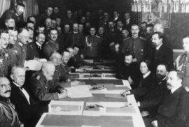 Před 100 lety Sovětské Rusko uzavřelo potupnou Brestlitevskou mírovou smlouvu