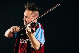 Do Prahy přijíždí houslista Nigel Kennedy, bad boy klasické hudby. Poslechněte si…