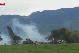 Mrtvých po pádu armádního letadla v Alžírsku je už 257. Zachránit se podařilo jen…