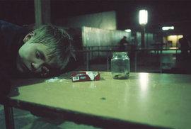 Rusko, země dětských opilců a ztracených duší. Tísnivé snímky francouzské fotografky…