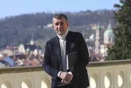 Bohumil Pečinka: Vzniká vláda do pěkného počasí. Až se ekonomika pokazí, ztratí…