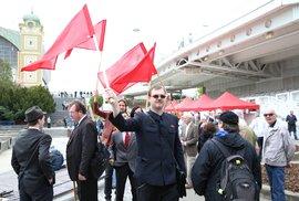 Stalinistka Semelová označila odpůrce komunistů za chátru. Na mítink KSČM přišli s…