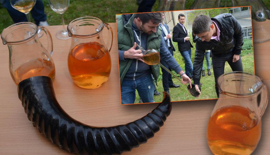 Moraváci začali vyrábět víno jako ve starověku: Oranžové kvevri má až 15 procent alkoholu