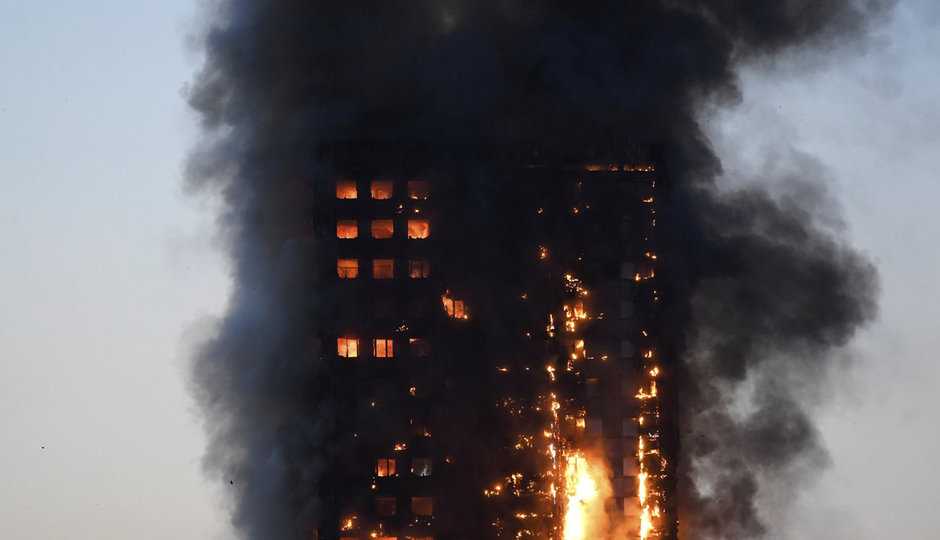 Smrtící požár v Londýně: Lidé házeli děti z oken
