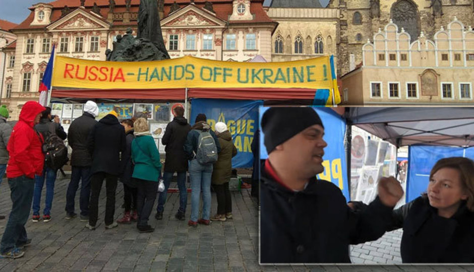 """""""Uděláme tady pořádek,"""" křičeli Rusové. Napadli stánek aktivistů v Praze"""