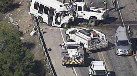 Členové církve zemřeli při velké nehodě v Texasu: Nepřežilo 12 lidí