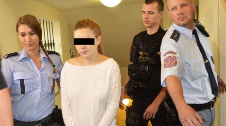 Porodila holčičku a pak ji ubila. Ženě (20) hrozí za vraždu výjimečný trest