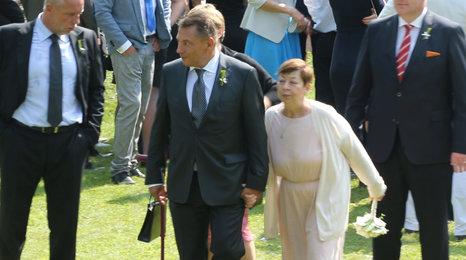 Paroubek ženil syna, s exmanželkou Zuzanou se vodil za ruce!