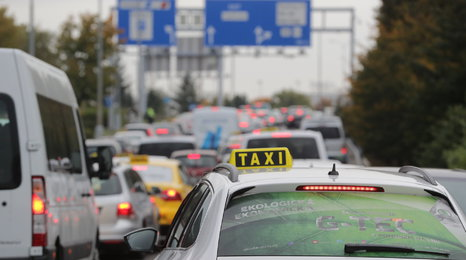 Taxikáři blokovali Prahu kvůli Uberu: Podívejte se, jak zdržovali provoz