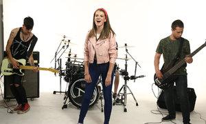 Čtrnáctiletá zpěvačka Adéla: Nechci být druhá Farná!