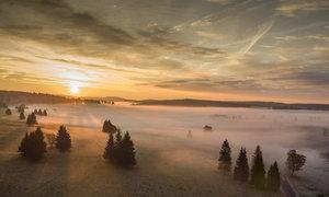 Dechberoucí svítání v Krušných horách: Takhle ho natočil dron Blesku