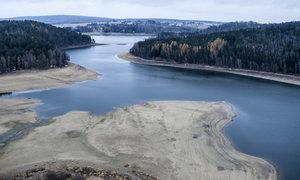 Sečská přehrada obnažila břehy: Hladina klesla o metry