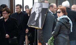 Pohřeb hokejisty Augustina Bubníka (†88): Přišla exsnacha Ilona Svobodová!