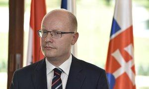 Sobotka v Bruselu dál odmítá kvóty. Česko pomáhá jinak, řekl