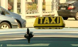 Zákazník (34) se ptal taxikáře, proč fandí radikálům. Řidič ho zmlátil