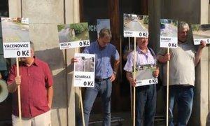 Silnice v Česku chátrají, nadávají starostové. A vyrazili na protest k ministru financí