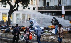 Drsný střet policie a uprchlíků v Římě: Létalo kamení, policie nasadila vodní děla
