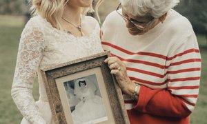 Nechala si přešít 55 let staré svatební šaty po babičce. Výsledek vás dojme!