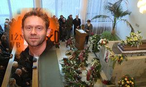 CELÝ ZÁZNAM: Emotivní pohřeb Jerryho Šmída (†47), filmového doktora od jezera hrochů: Salvy smíchu i pláče!