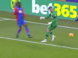 Kuriozity Premier League: Minela roku skončila gólem, Guardiola ukázal zoufalství