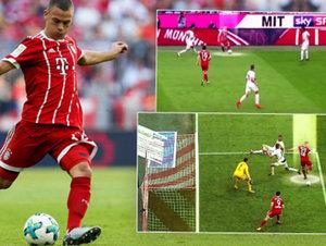 Jak dal bek Bayernu supergól patičkou? Běžel 74 metrů a třikrát si narazil