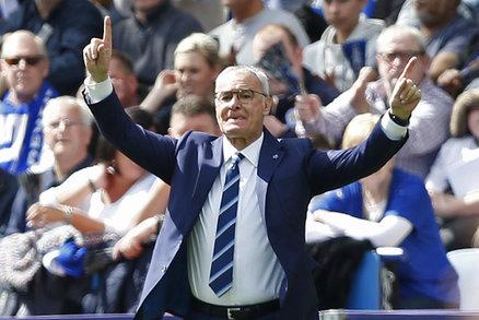 Trenér Leicesteru Claudio Ranieri během zápasu