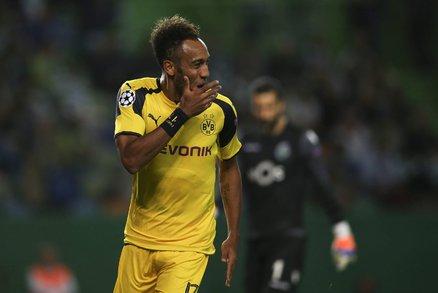 Útočník Borussie Dortmund Pierre-Emerick Aubameyang slaví gól do sítě Sportingu