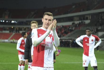 Střelec vítězného gólu proti Slovácku Jaromír Zmrhal děkuje slávistickým fanouškům