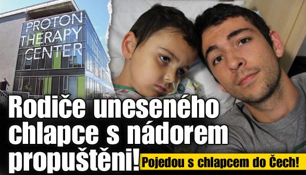 Rodiče uneseného chlapce s nádorem propuštěni