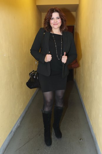 Ilona Csáková: Minisukně pohřební nudu neředí