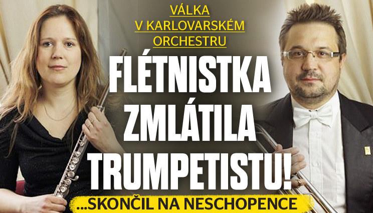 Flétnistka zmlátila futrálem trumpetistu