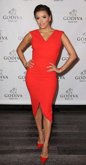 Styl podle celebrit: Na Valentýna v rudých šatech jako Eva Longori