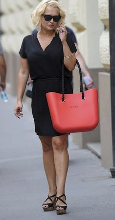 Styl podle celebrit: I černý outfit může vypadat letně!